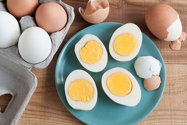 Trứng luộc và sữa tươi