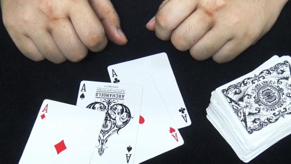 Rất nhiều màn ảo thuật bài đơn giản có hướng dẫn chi tiết.